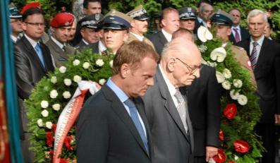 Uroczystości 68. rocznicy wybuchu Powstania Warszawskiego - Donald Tusk i Władysław Bartoszewski