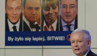 Jarosław Kaczyński prezentuje nowy plakat PiS