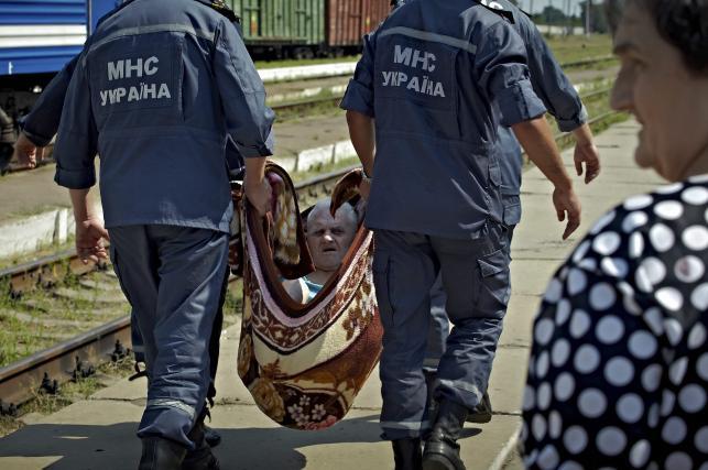 Ratownicy pomagają uchodźcom