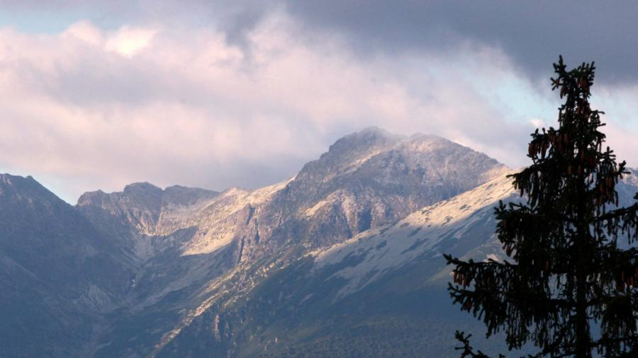 W Tatrach temperatura spadła poniżej zera i spadło kilka centymetrów śniegu
