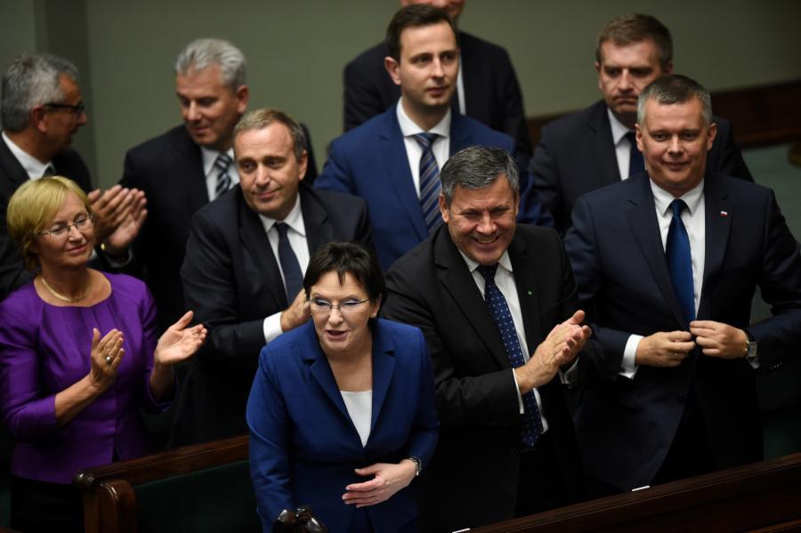 Premier Ewa Kopacz, wicepremier Janusz Piechociński i wicepremier Tomasz Siemoniak, po głosowaniu nad wotum zaufania dla rządu