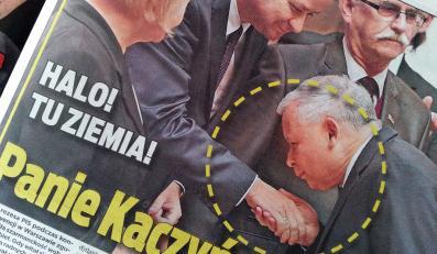"""Jarosław Kaczyński próbował pocałować w dłoń mężczyznę - pisze """"Super Express"""" i publikuje zdjęcie"""