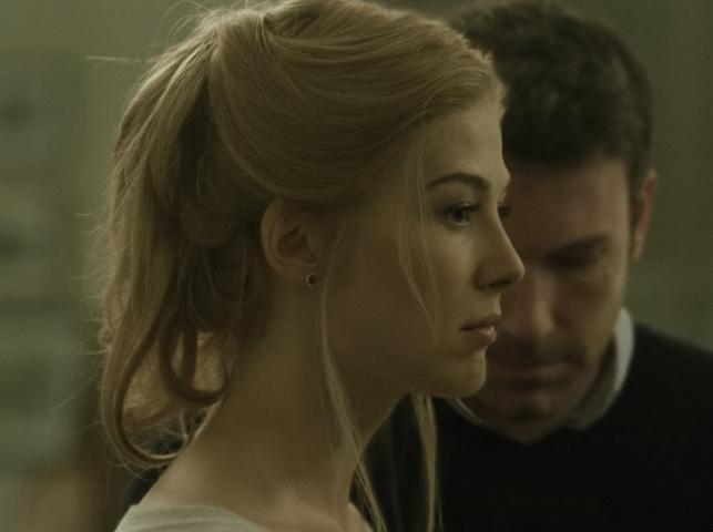 """Rosamund Pike i Ben Affleck w filmie """"Zaginiona dziewczyna"""""""