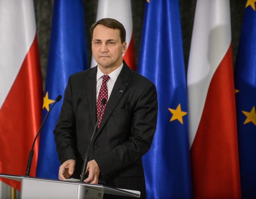 Marszałek Sejmu Radosław Sikorski podczas konferencji prasowej w Sejmie