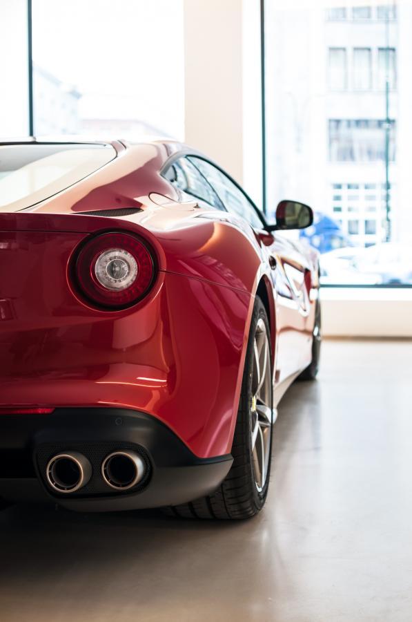 Ferrari F12 berlinetta - silnik V12 o pojemności 6,3 l. Moc - 740 KM