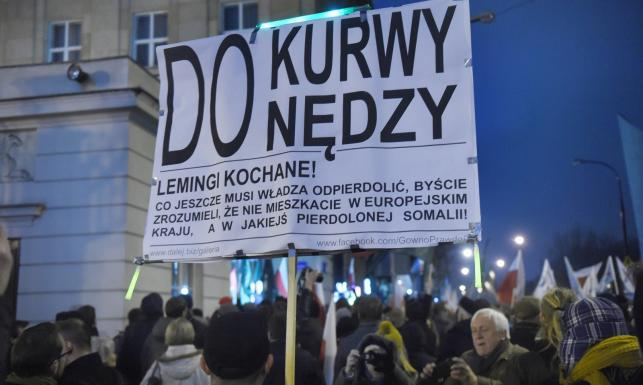 Demonstranci wdarli się do siedziby PKW. Trwa okupacja budynku. ZDJĘCIA