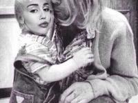 Miley Cyrus nieślubną córką Kurta Cobaina? Ona to ma pomysły! [ZDJĘCIA]