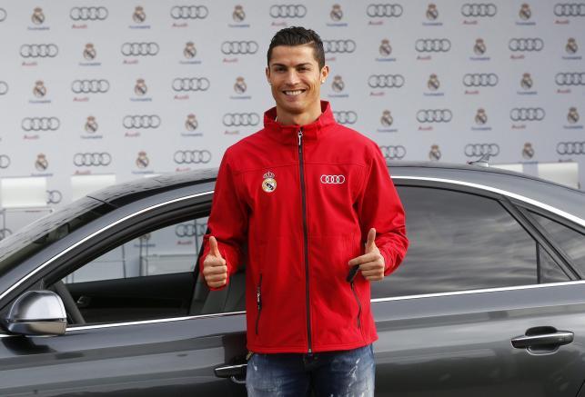 Piłkarze Realu Madryt dostali od audi nowe samochody