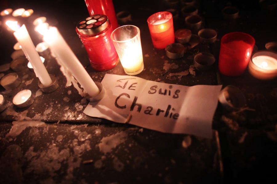 Hołd dla ofiar ataku na redakcję tygodnika \