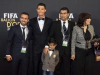 Cristiano Ronaldo Złotą Piłkę FIFA odbierał w asyście rodziny. ZDJĘCIA