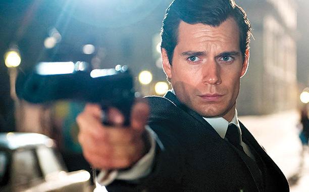 Henry Cavill niczym James Bond w nowym filmie Guy\'a Ritchiego