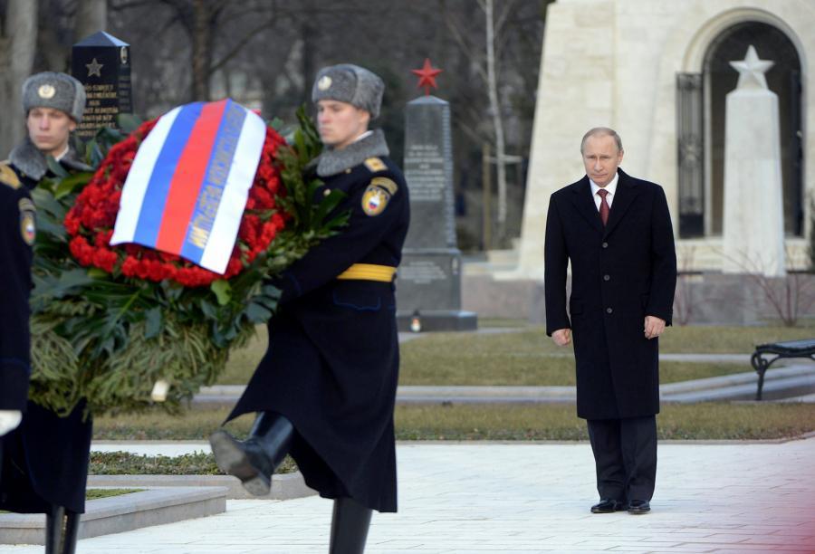 Władimir Putin na cmentarzu w Budapeszcie