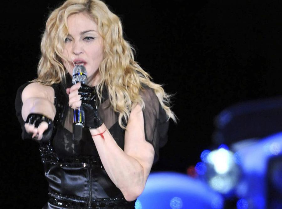 Katolicy zagłuszą koncert Madonny hymnem