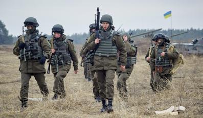 Ukraińscy żołnierze na poligonie