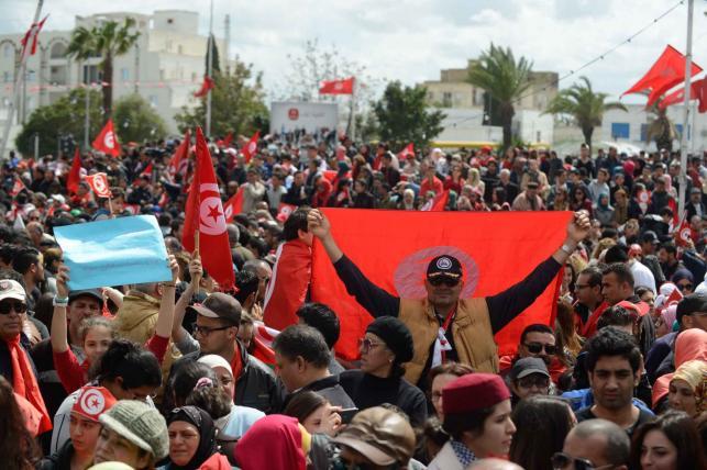 Marsz pamięci ofiar zamachu terrorystycznego w Tunisie. Wśród uczestników prezydent Bronisław Komorowski