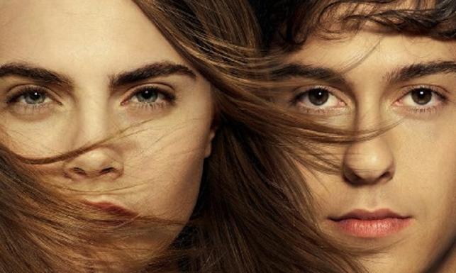 Zakochać się... Cara Delevingne, miłość i tajemnice w papierowych miastach [ZDJĘCIA]