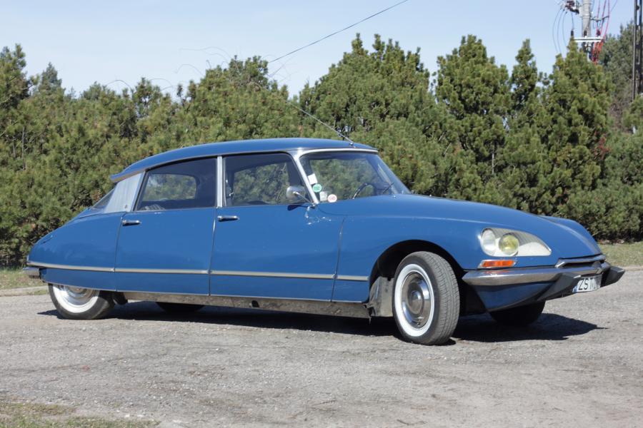 W 1955 roku podczas paryskiego salonu samochodowego zaprezentowano DS - kultowy model Citroena.