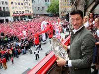 Tak Robert Lewandowski z kolegami z Bayernu świętował mistrzowski tytuł. ZDJĘCIA