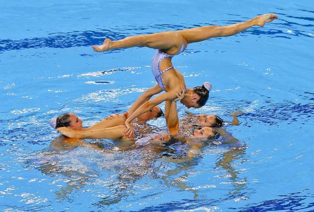 Balet w wodzie, czyli pływaczki synchroniczne w akcji