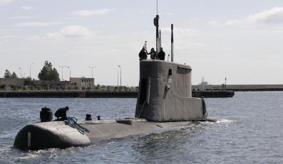 """ORP """"Bielik"""" w porcie wojennym w Gdyni"""
