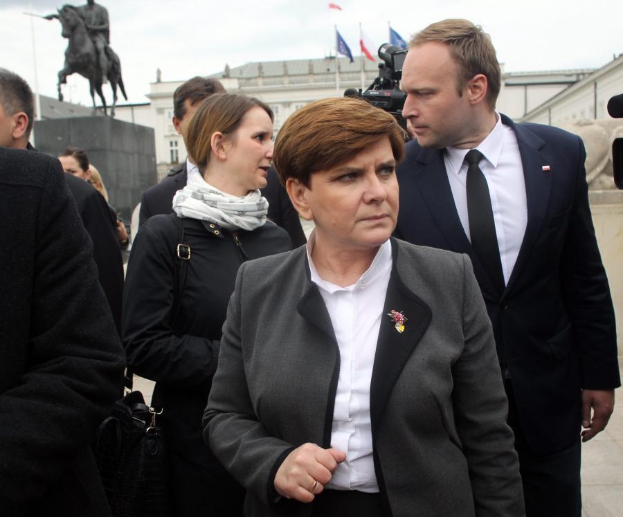 Beata Szydło przed Pałacem Prezydenckim