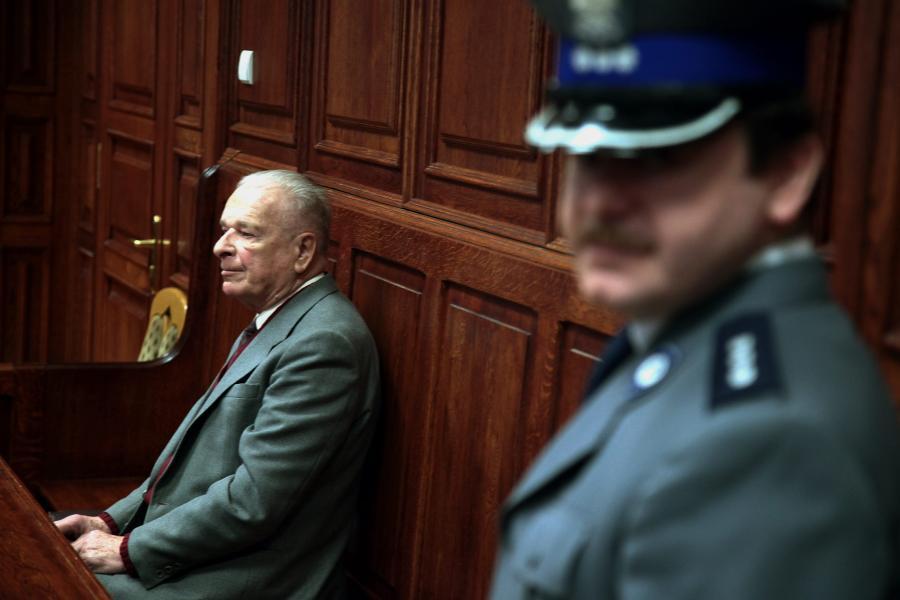 Czesław Kiszczak przed sądem w 2012 roku