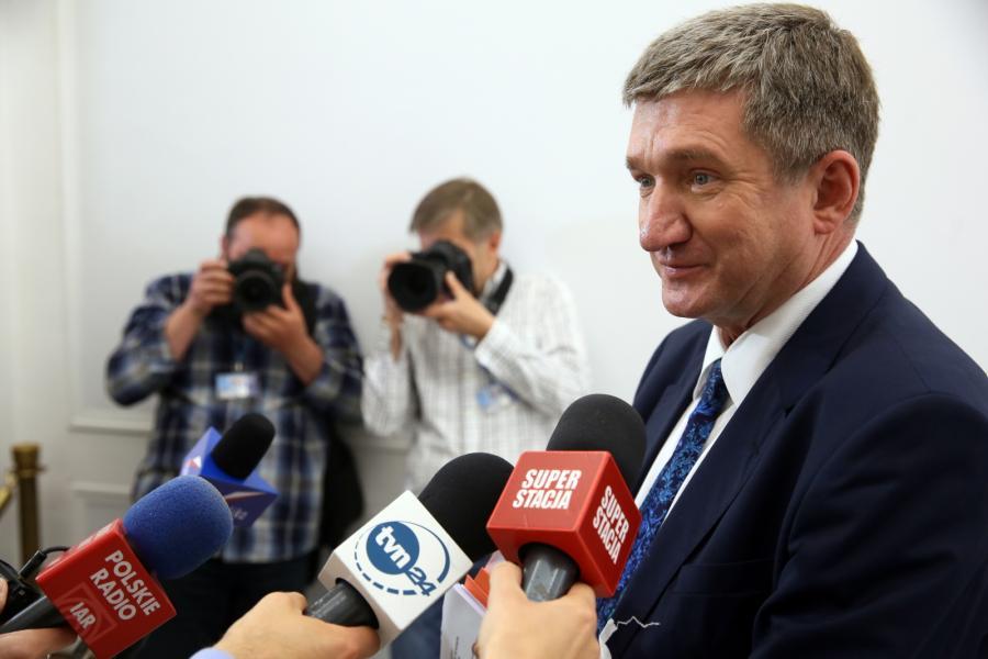 Wicemarszałek Sejmu Jerzy Wenderlich z SLD podczas briefingu po posiedzeniu Konwentu Seniorów