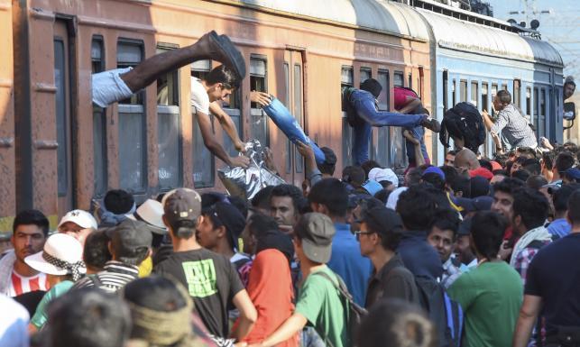 Imigranci na stacji Gevgelija w Macedonii