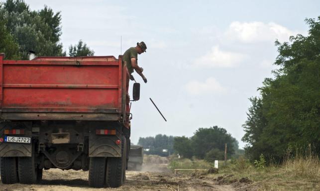 Węgry nie chcą więcej imigrantów. Stawiają mur na granicy z Serbią