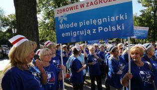 Protest pielęgniarek i położnych w Warszawie