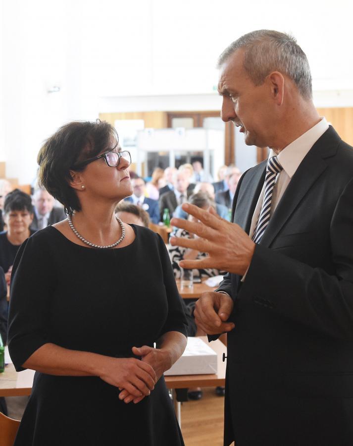 Prezes ZNP Sławomir Broniarz i minister edukacji narodowej Joanna Kluzik-Rostkowska