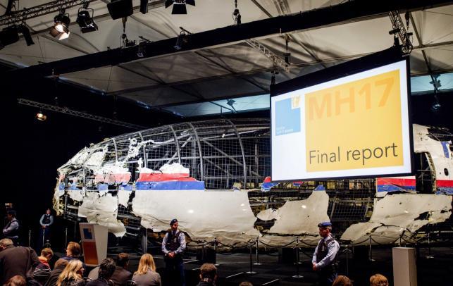 Konferencja prasowa na której przedstawiono raport holenderskich śledczych