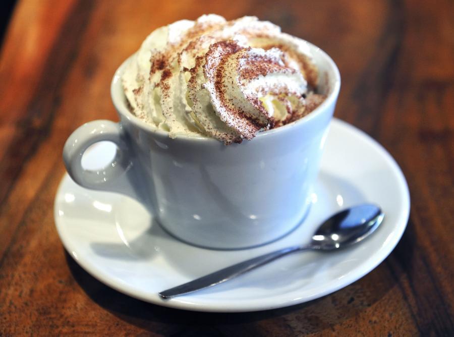 Kawa ciemno palona ma mniej kofeiny od tej jasno palonej