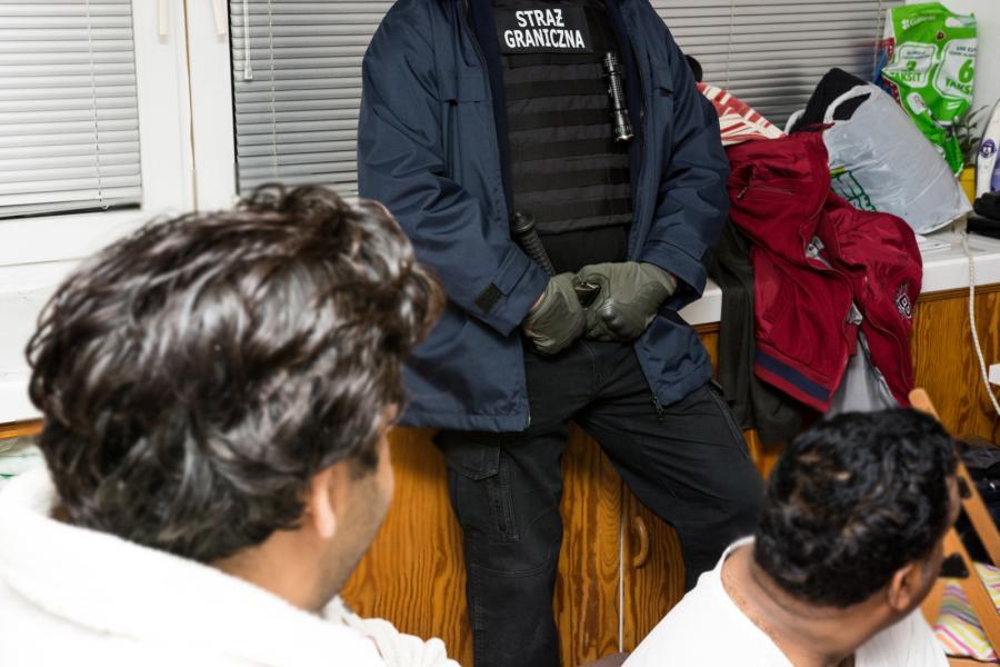 Zdjęcie archiwalne z 24.10.2015 r. wykonane podczas wspólnej akcji polskiej Straży Granicznej oraz hiszpańskiej policji przeciwko międzynarodowej zorganizowanej grupie przestępczej zajmującej się przerzutem ludzi przez granicę i legalizowaniem ich pobytu