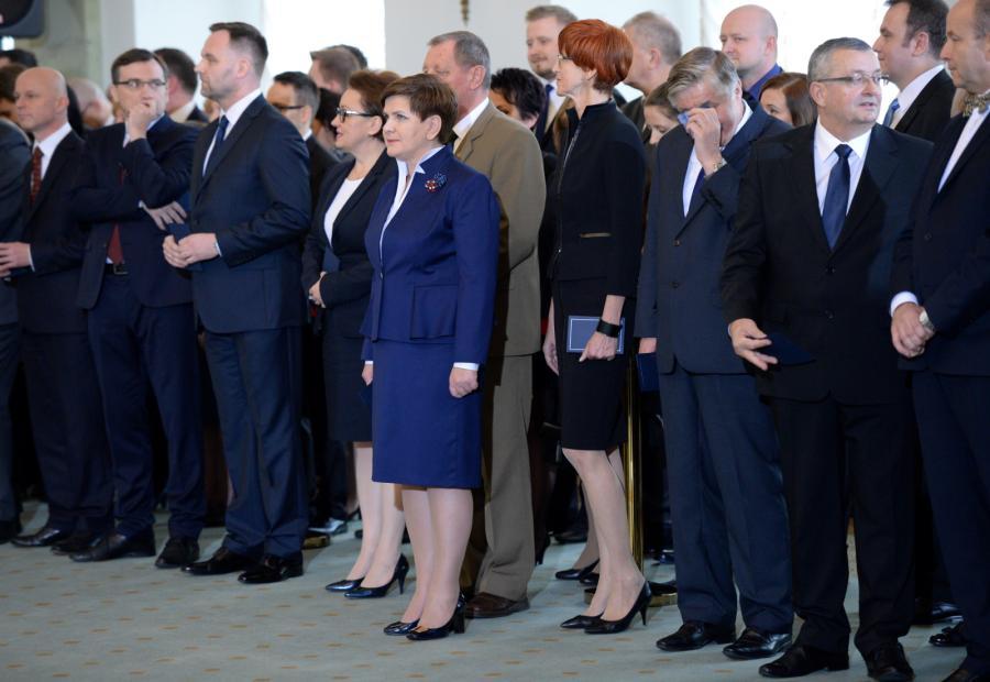 Premier Beata Szydło i ministrowie podczas uroczystość zaprzysiężenia nowego rządu w Pałacu Prezydenckm