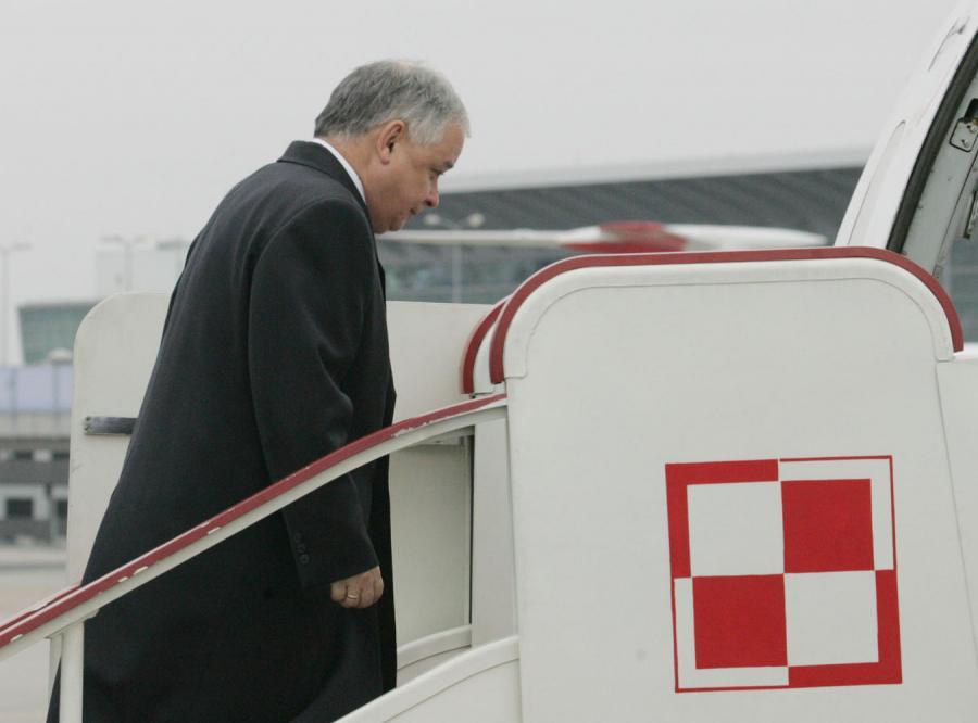 Lech Kaczyński leci do Pragi