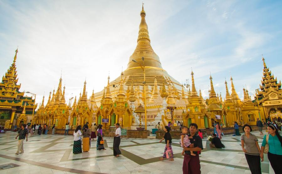Bezcenna świątynia Shwedagon w Birmie