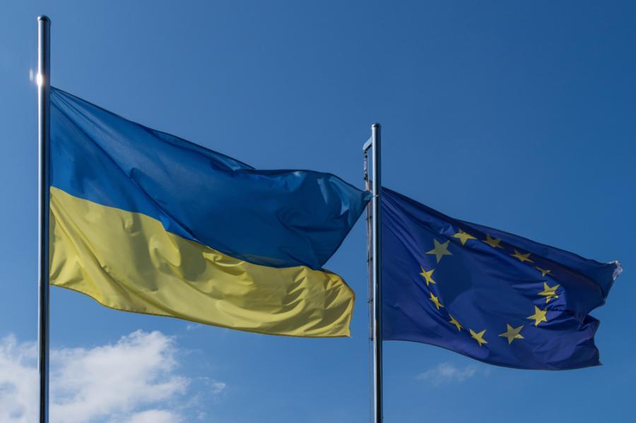 Flagi ukraińska i europejska