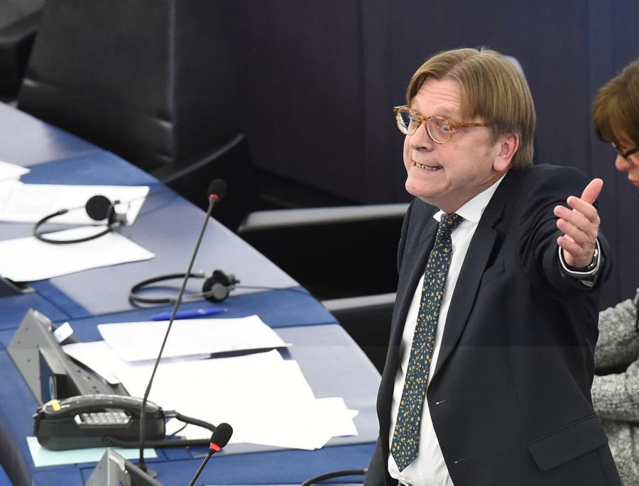 Europoseł Guy Verhofstadt podczas debaty o sytuacji w Polsce