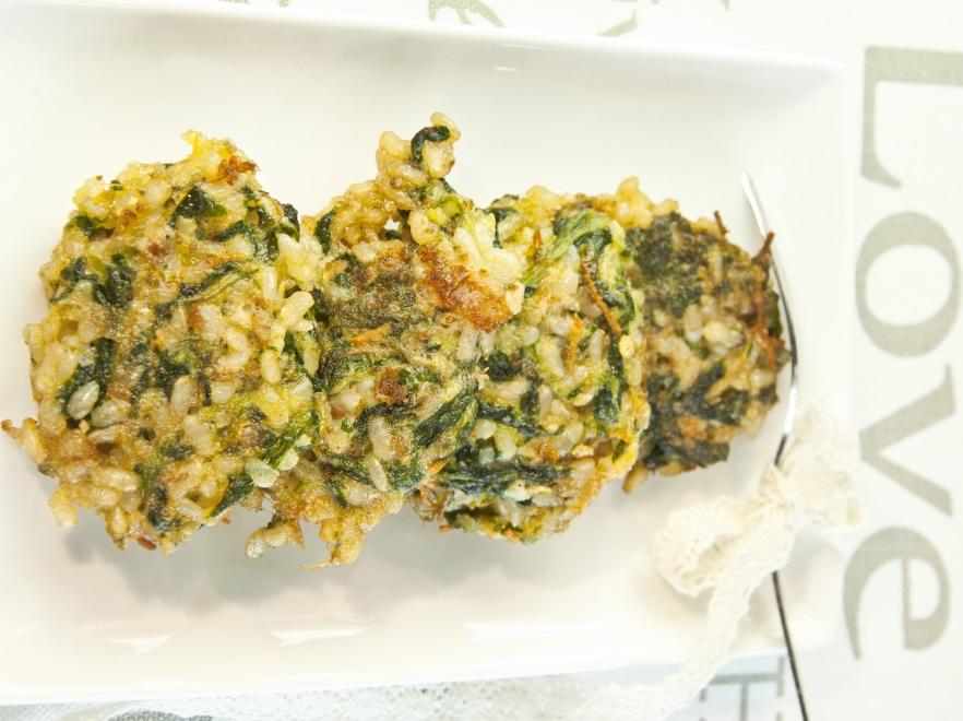 Kulki ryżowe ze szpinakiem
