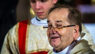 Dyrektor Radia Maryja o. Tadeusz Rydzyk podczas uroczystej mszy świętej z okazji 24. rocznicy powstania Radia Maryja