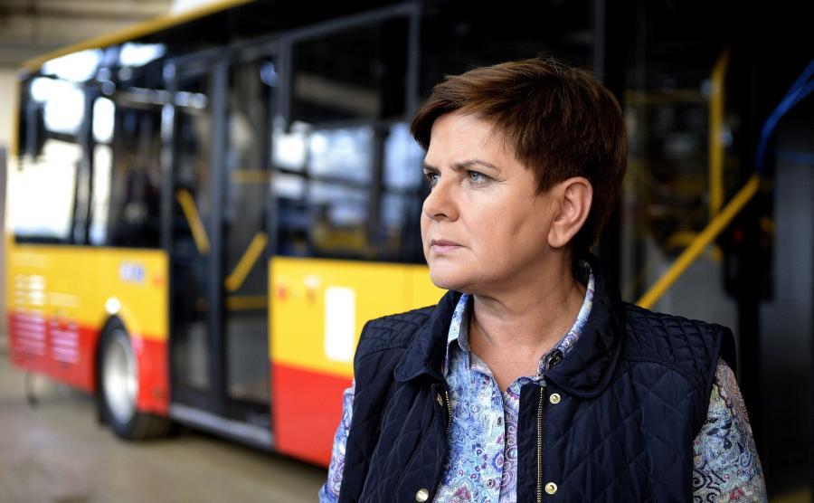 Premier Beata Szydło w fabryce autobusów Autosan w Sanoku w czasie kampanii wyborczej
