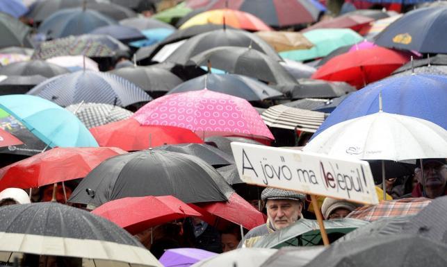 Przeciwnicy reform Orbana wyszli na ulice. Antyrządowa manifestacja w Budapeszcie