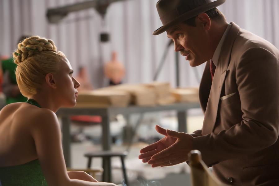 "Scarlett Johansson i Josh Brolin w filmie ""Ave, Cezar!"""