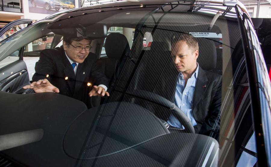 Maciej Stuhr i prezes polskiej filii MMC Yasuyuki Oyama