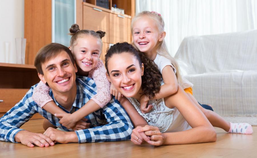 Rodzina w nowym mieszkaniu