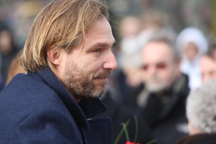 Xawery Żuławski podczas pogrzebu Andrzeja Żuławskiego