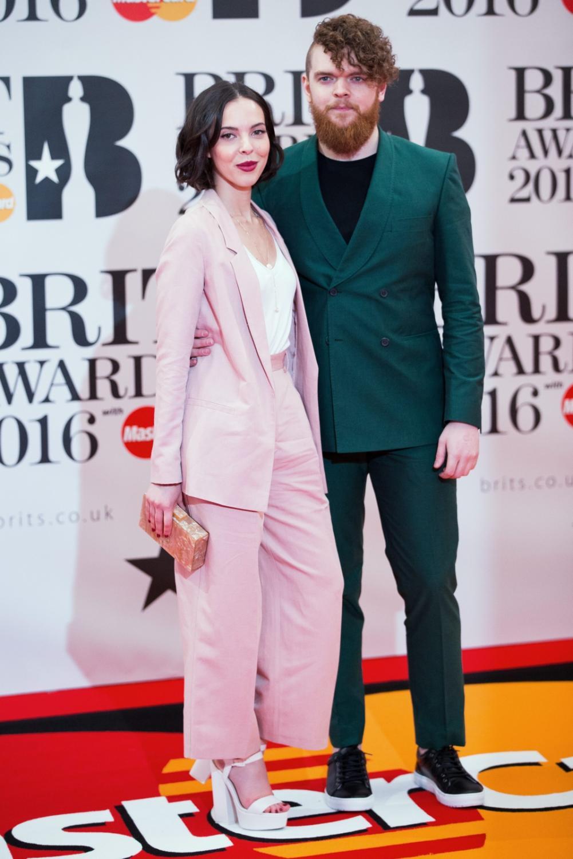 Jack Garratt z partnerką na gali Brit Awards 2016