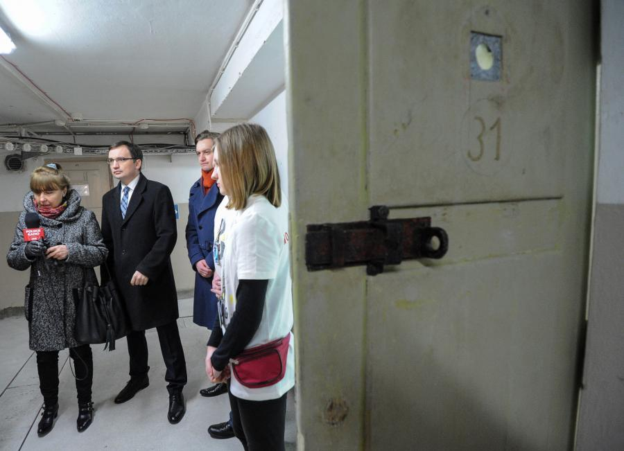 Zbigniew Ziobro w piwnicach siedziby Ministerstwa Sprawiedliwości, w których przed laty mieścił się areszt śledczy Ministerstwa Bezpieczeństwa Publicznego