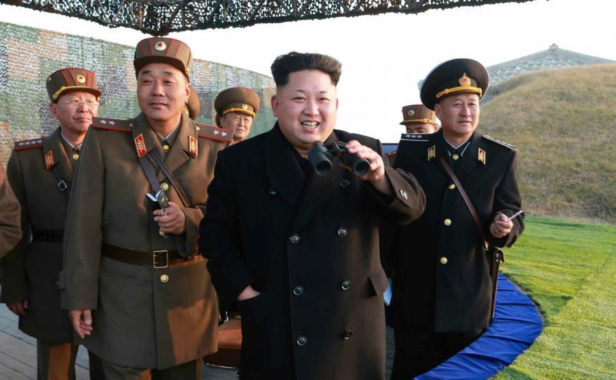 Korea Północna. Kim Dzong Un w otoczeniu żołnierzy